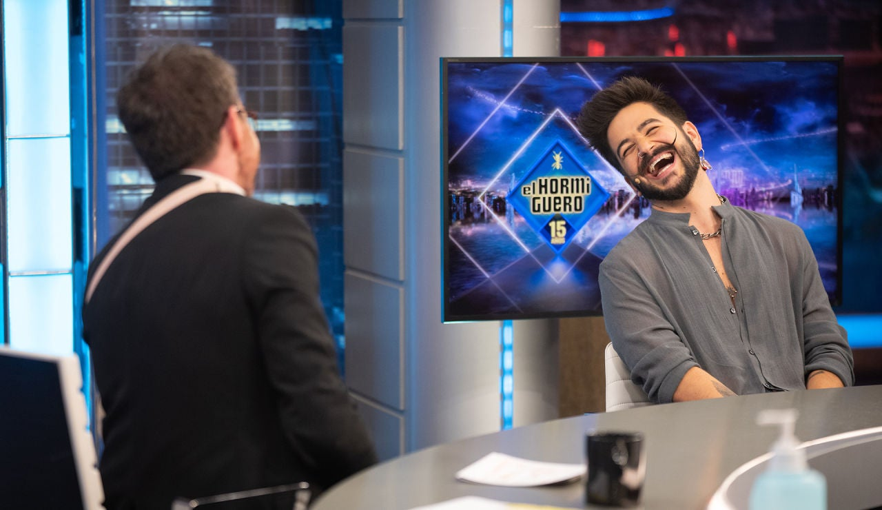 """Camilo responde a la confesión de Dani Martín: """"¿Se le baja el bigote cuando bebe?"""""""
