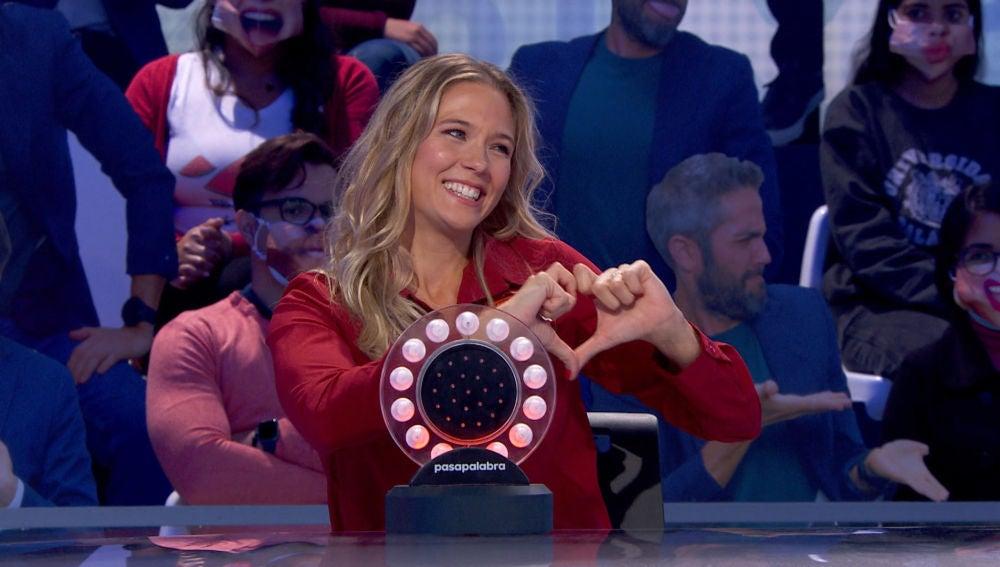 Patricia Montero y Álex Adrover: complicidad, bromas y mucho amor en el plató de 'Pasapalabra'
