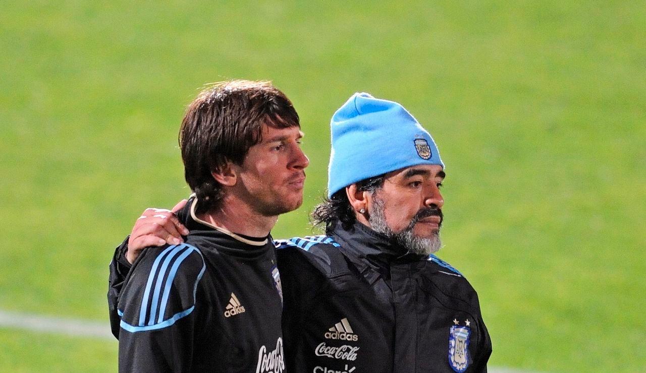 Maradona y Messi, en un entrenamiento de la selección argentina en 2010