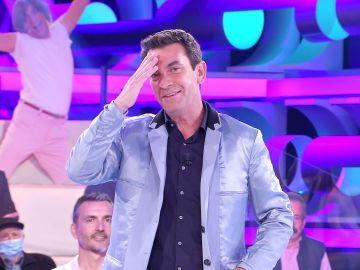 ¿Lo pondrá de moda? Arturo Valls se atreve en '¡Ahora caigo!' con un estilismo que ya lució Will Smith en 'El príncipe de Bel Air'