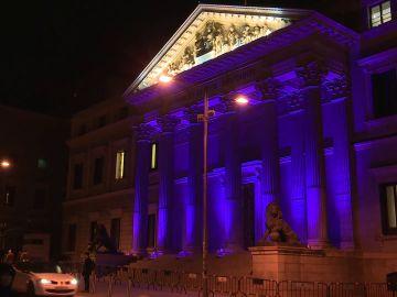 El Congreso iluminado de morado por el Día Internacional para la Eliminación de la Violencia contra la Mujer
