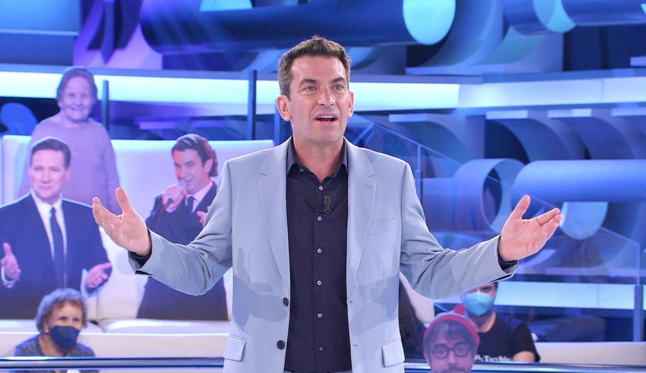 ¡Nace una nueva muletilla! Arturo Valls se inventa la vacuna del covid marca '¡Ahora caigo!'