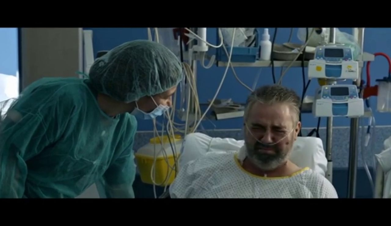Así se vivieron los momentos más duros de la pandemia en UCIs, residencias y tanatorios filmados por el reportero de guerra Hernán Zin