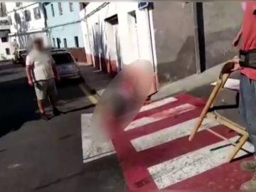 Detenido por apuñalar a su tía en una calle de Guía de Isora en Tenerife mientras los vecinos le increpaban
