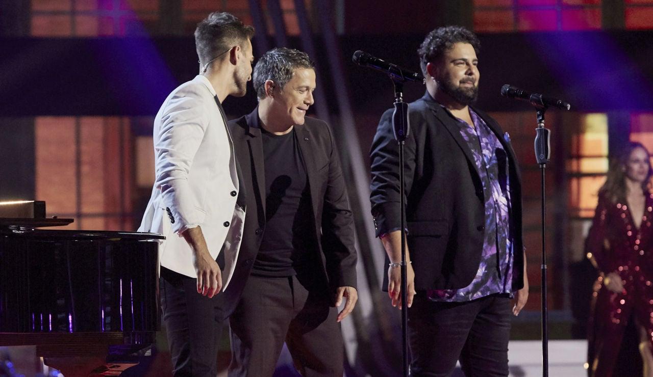Alejandro Sanz, Adam Ainouz y Rafael Ruiz cantan 'Viviendo deprisa' en la Semifinal de 'La Voz'