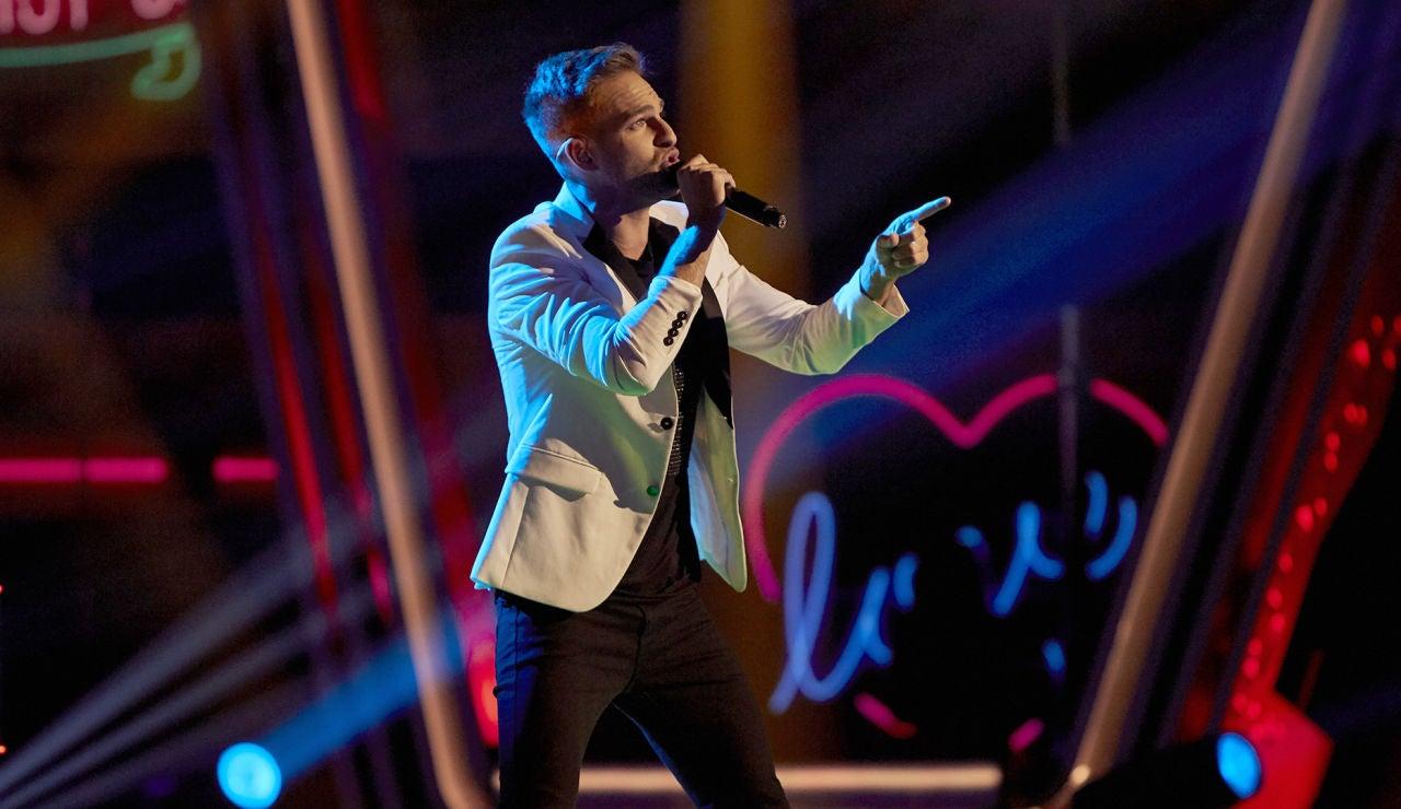 Adam Ainouz canta 'Piano man' en la Semifinal de 'La Voz'