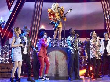 Miriam Rodríguez canta con los 8 semifinalistas el tema 'Dos extraños en la ciudad' en 'La Voz'