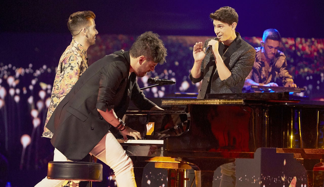 Pablo López, Miguelichi y Roger Padrós cantan 'Mariposa' en la Semifinal de 'La Voz'