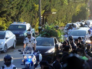 Maradona, enterrado en el cementerio de Bella Vista tras una multitudinaria despedida en Argentina