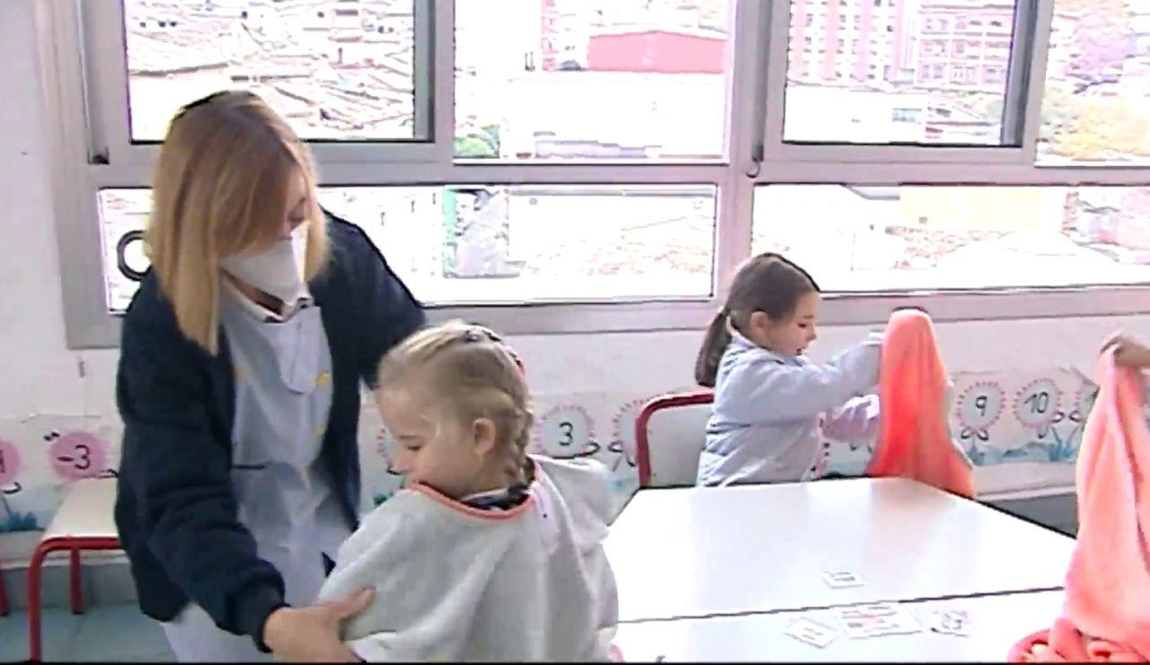 Manta escola para proteger del frío y combatir el coronavirus en Ontinyent