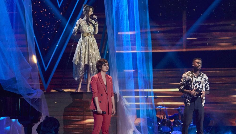 Laura Pausini, Paula Espinosa y Kelly cantan 'La solución' en la Semifinal de 'La Voz'