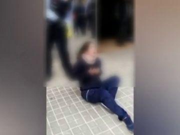 Los Mossos disparan a una joven con una pistola Taser en la puerta de un centro de salud en Sabadell