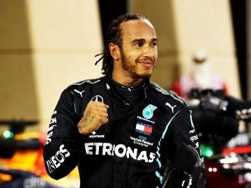 Hamilton celebra su victoria en el GP de Bahréin