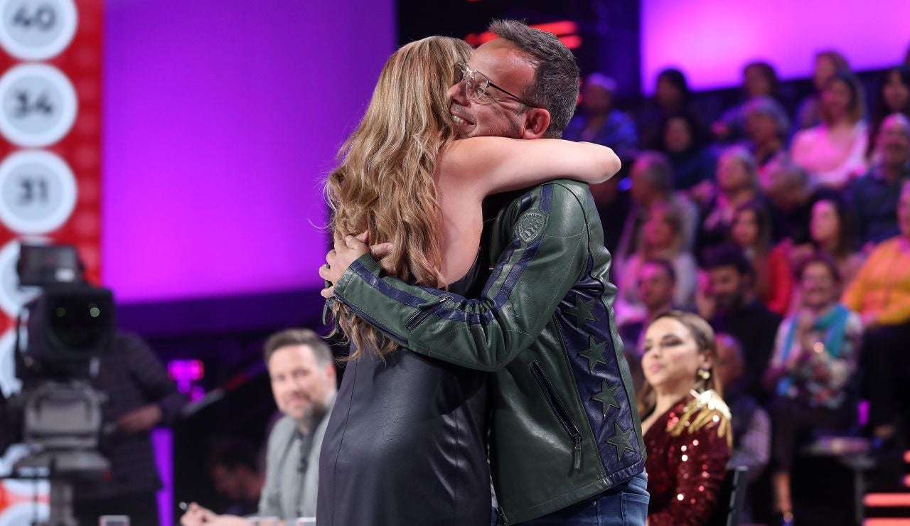 """Cristina Ramos y Àngel Llàcer se funden en un abrazo tras unas emotivas palabras: """"¡Qué bonito!"""""""