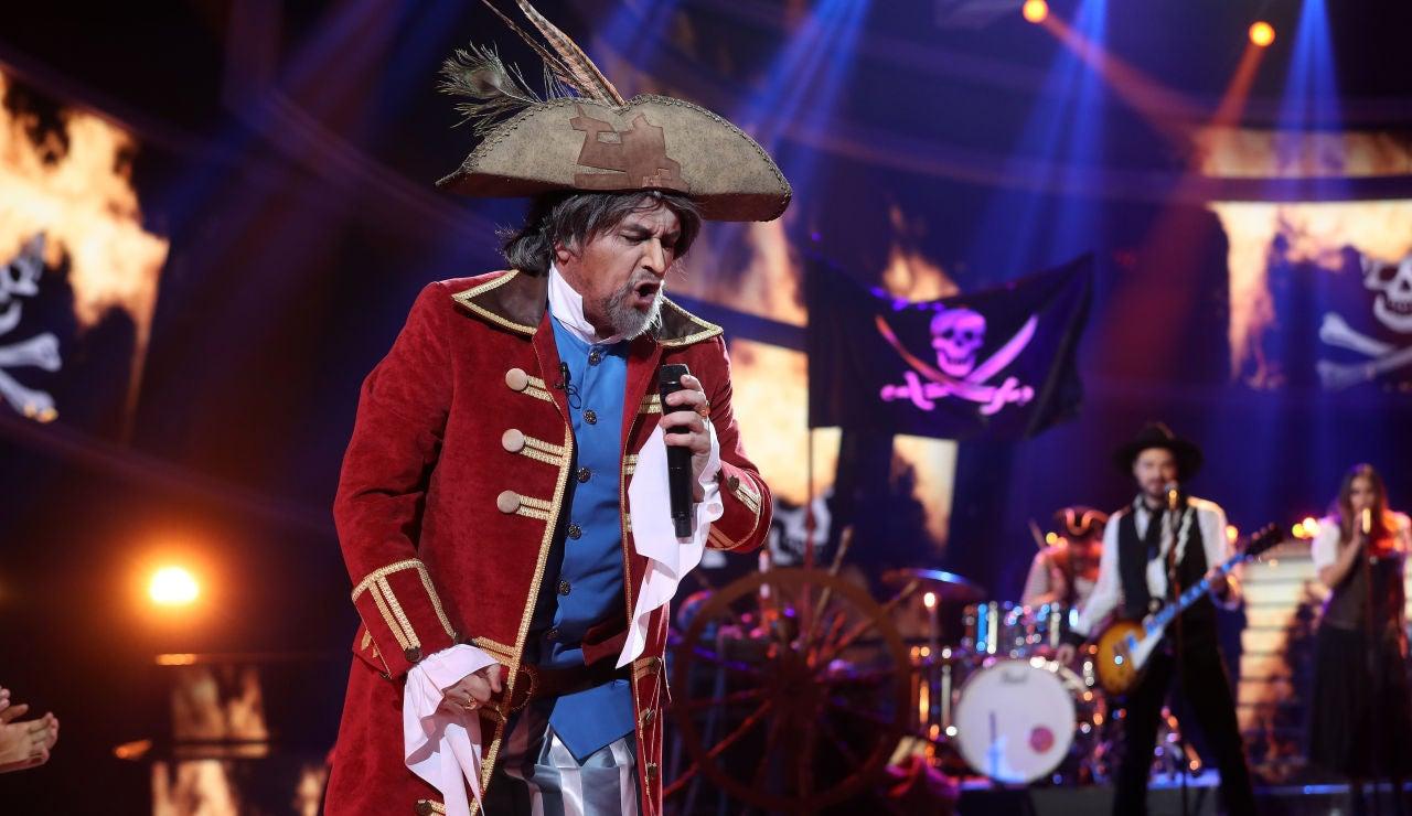 El Monaguillo nos lleva a su barco pirata como Joaquín Sabina con 'El pirata cojo'