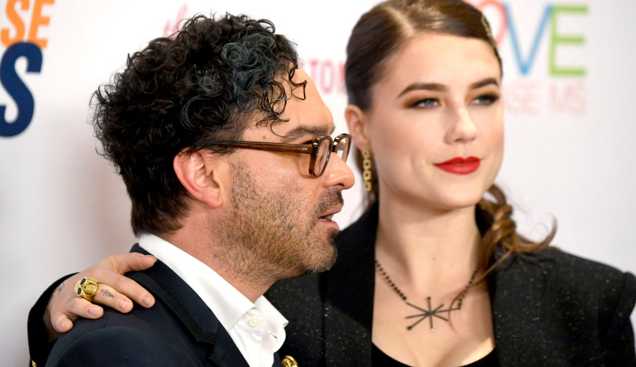 Johnny Galecki y su novia Alaina Meyer