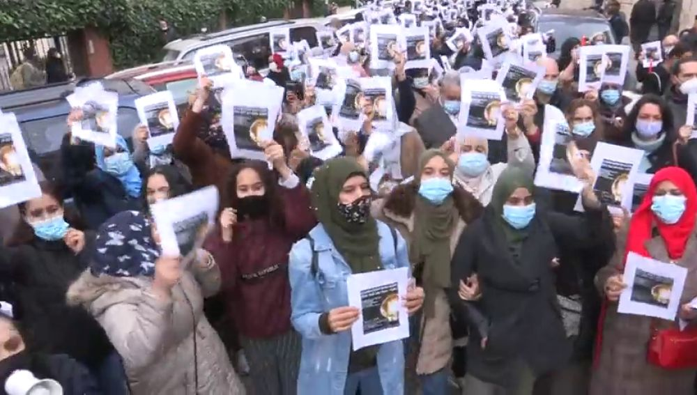 Vecinos de la Cañada Real protestan ante los cortes de luz provocados por los enganches ilegales para cultivar droga