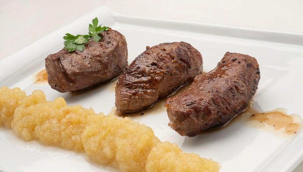 """Receta de carrilleras de cerdo con puré de manzana, de Karlos Arguiñano: """"Quedan deliciosas, os lo prometo"""""""