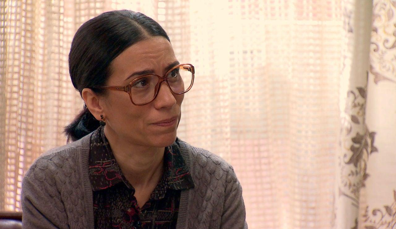 Manolita confiesa a Marcelino que se siente estancada en su matrimonio