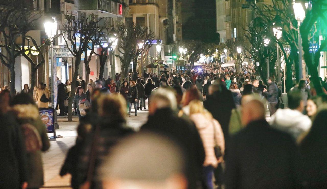 Calles abarrotadas en el black friday en Ourense