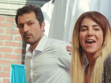 Ceyda revoluciona el bazar de Estambul para vender las camisas: ¡hasta Arif hace de modelo!