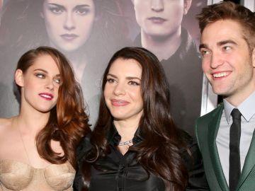 Stephenie Meyer entre Kristen Stewart y Robert Pattinson