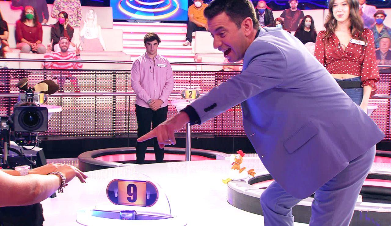 ¡Ni Rosalía! Una concursante de '¡Ahora caigo!' presume de uñas... con guiño a Arturo Valls