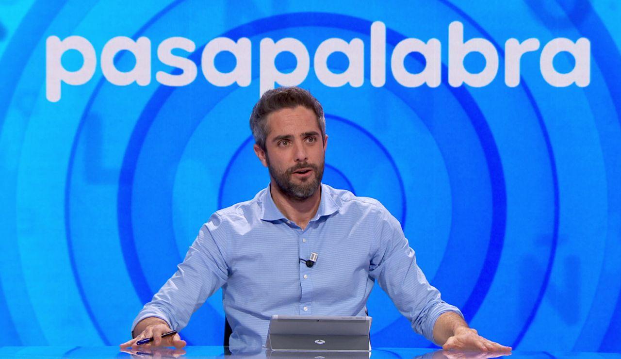 """Roberto Leal pone orden en el plató de 'Pasapalabra' y clama silencio ante la queja de un invitado: """"Déjanos disfrutar de la vida"""""""