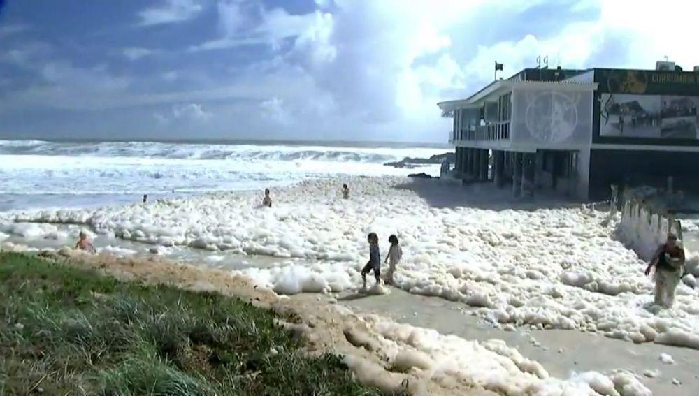 La misteriosa espuma que ha dejado en Australia el temporal de inundaciones