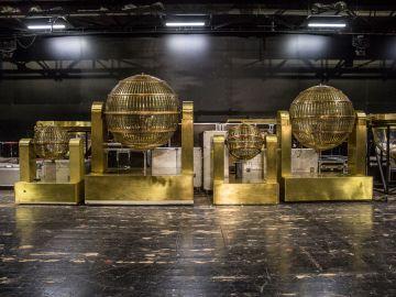 Los bombos de la Lotería de Navidad 2020 llegan al Teatro Real de Madrid