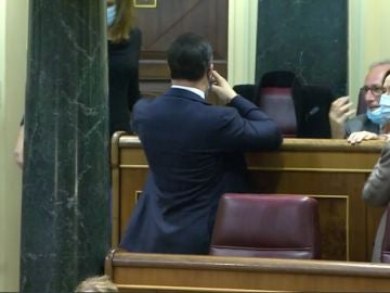 Santiago Abascal da la espalda a Gabriel Rufián durante su intervención