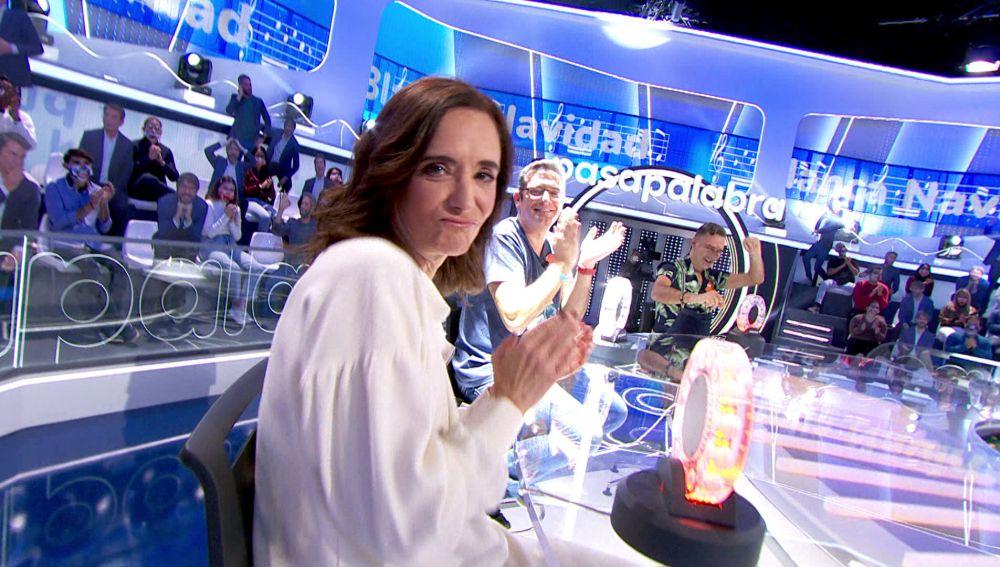 Neus Asensi se desespera y Ana Torrent triunfa al ritmo de la 'Blanca Navidad' de Raya Real