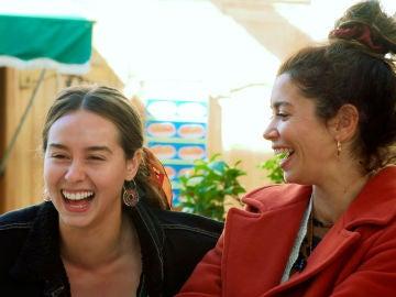 """Paula Usero y Carol Rovira imaginan la vida de Luisita y Amelia con su bebé: """"Serían unas grandes mamis"""""""
