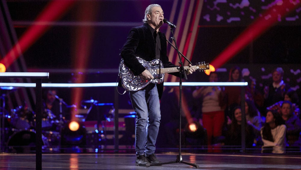 Carlos Yébenes canta 'Call me the breeze' en la Semifinal de 'La Voz Senior'