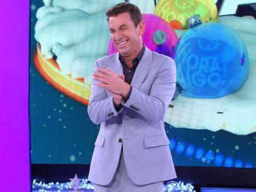"""El insólito meme que Arturo Valls enseña al público de '¡Ahora caigo!': """"Estáis locos por probarlo vosotros"""""""