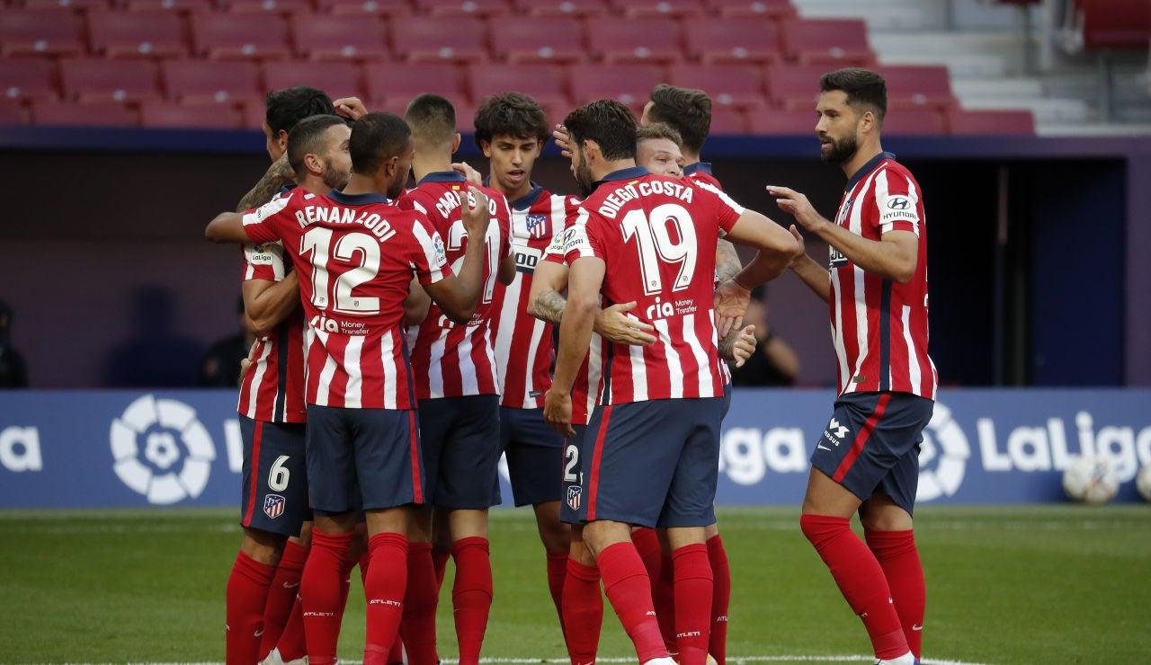 Los jugadores del Atlético celebran un gol ante el Elche