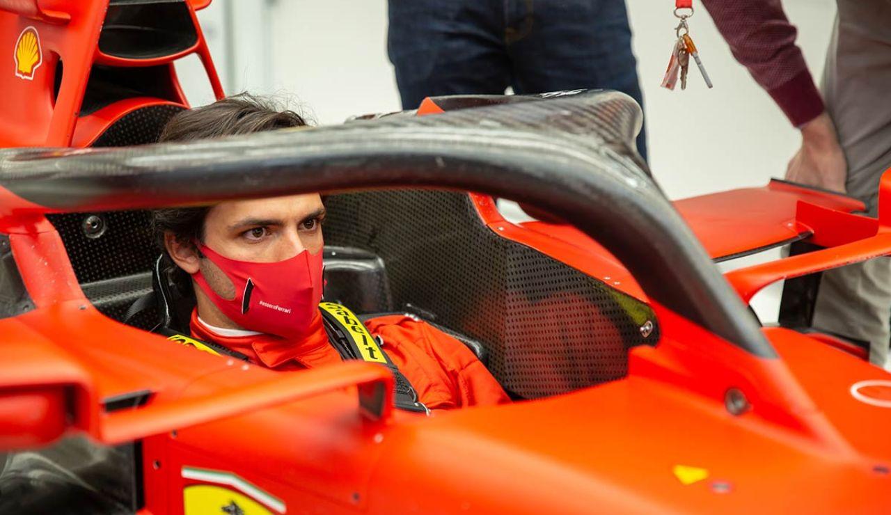 Carlos Sainz, dentro del Ferrari