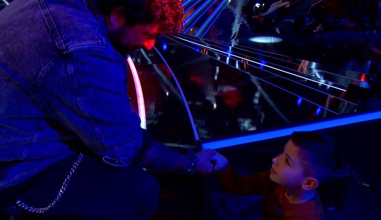 El sentimental encuentro entre Antonio Orozco y el nieto de un talent en 'La Voz Senior'