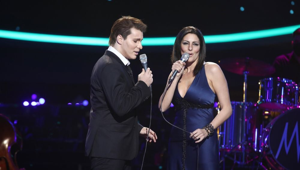 Jesús Oviedo, de Gemeliers, y Rocío Madrid derrochan pasión como Michael Bublé y Laura Pausini con 'You'll never find another love like mine'
