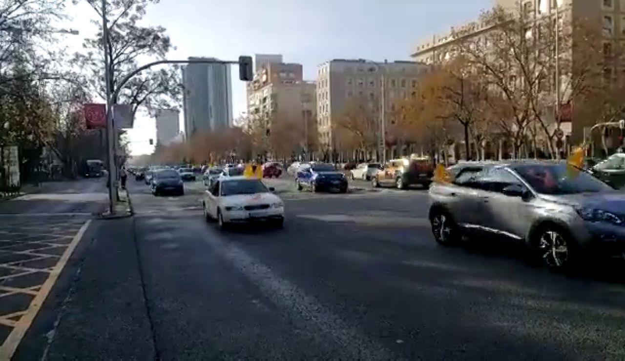Decenas de coches recorren el centro de Madrid contra la ley Celaá