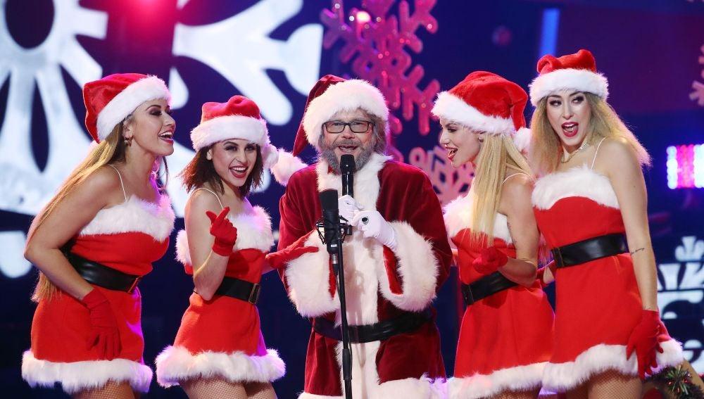 Santiago Segura vuelve a casa por Navidad como Papá Noel haciendo resonar los 'Jingle bells'