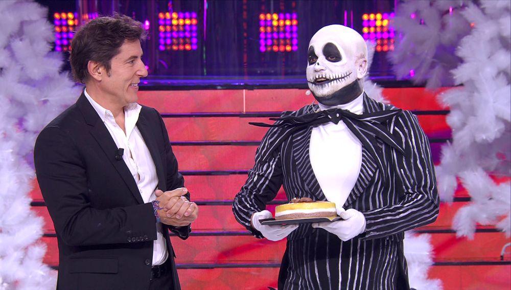 ¡Un cumpleaños de miedo! El Monaguillo celebra su día más especial con una tarta en 'Tu cara me suena'