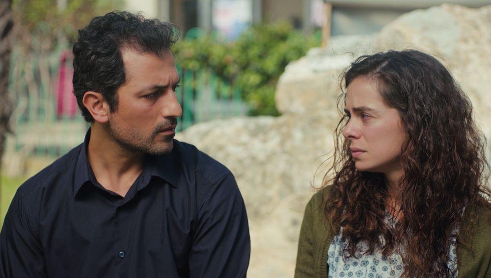 """Bahar confiesa a Arif los motivos por los que se ha quitado su anillo de prometida: """"¿Estás enfadado?"""""""