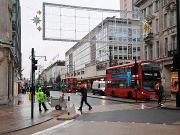 Oxford Street, vacía ante la alerta sanitaria declarada en Londres