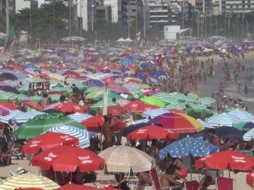 Continúa la polémica por las alarmantes imágenes de playas abarrotadas en Brasil en plena pandemia del coronavirus