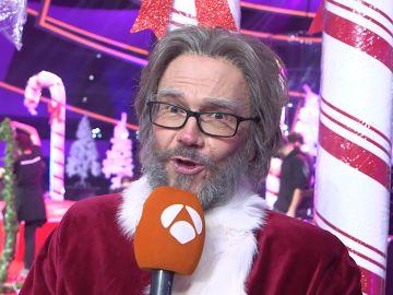 """Santiago Segura, agradecido de haber imitado a Papá Noel: """"Lo que más me gusta es cantar y que me pongan pelo"""""""