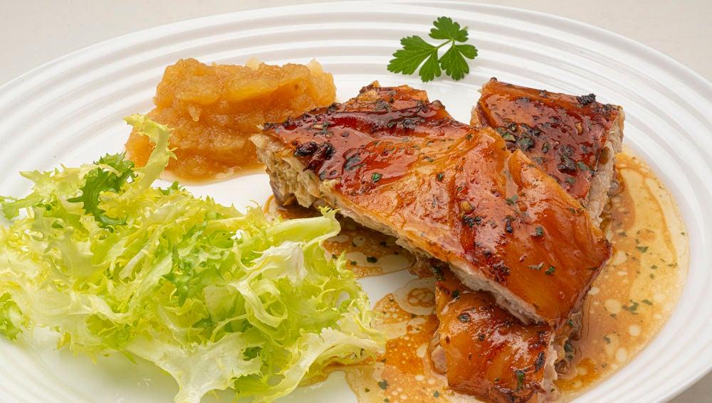 Receta de cochinillo asado con puré de manzana, de Karlos Arguiñano