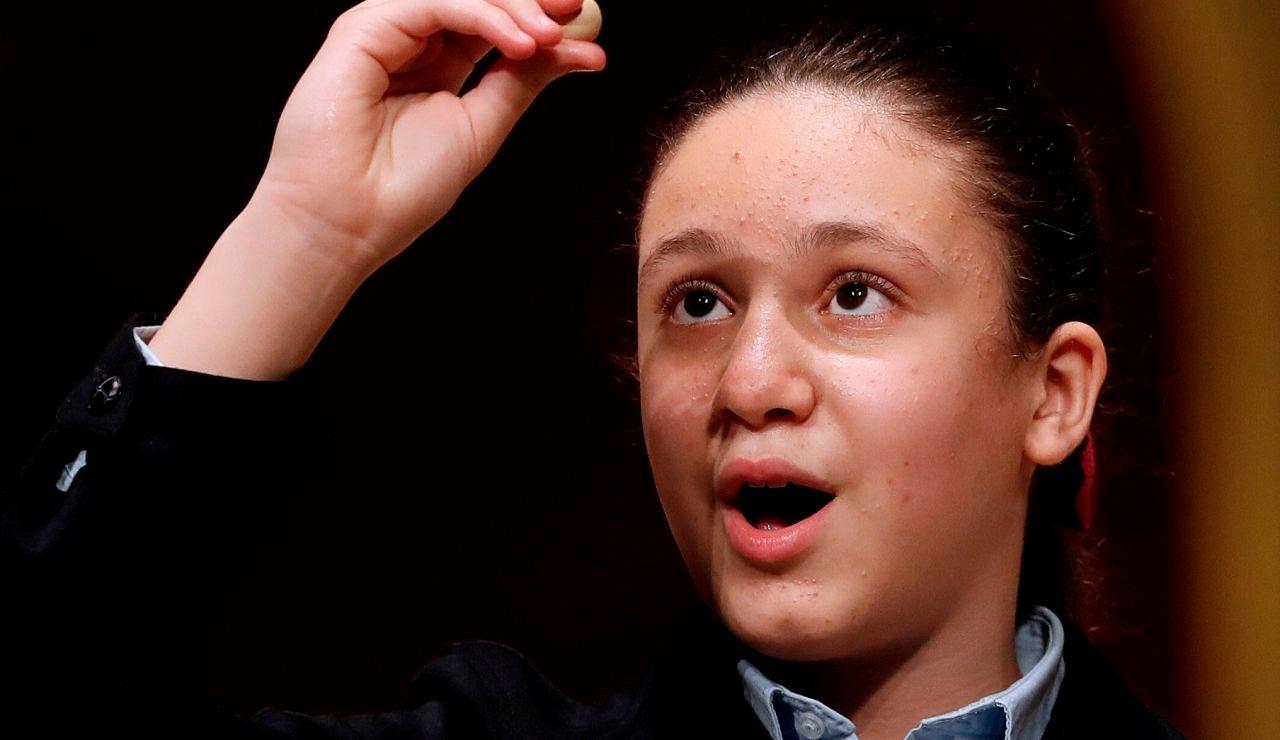 Aya, 'la niña de la suerte', canta el segundo premio de la Lotería de Navidad 2020