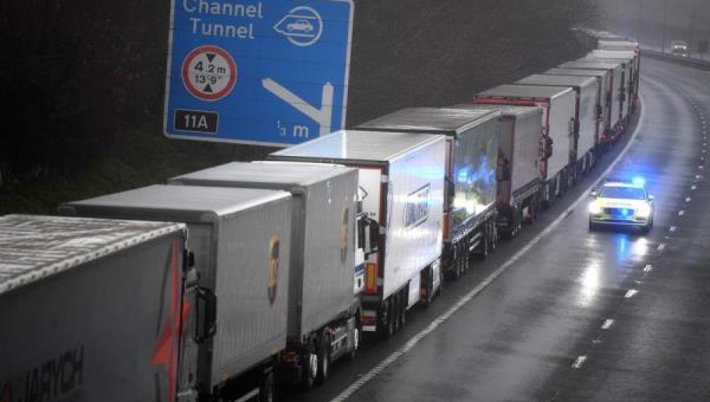 Camiones atrapados en la frontera de Francia