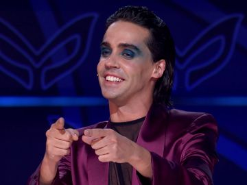 Javier Ambrossi se declara al Cuervo de la forma más romántica: ¡Le ha cantado para mostrarle su amor!